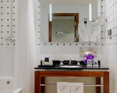 Signature Guestroom Bathroom