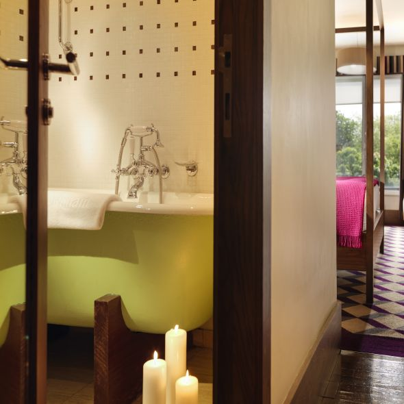 Deluxe Premium Guest Bathroom